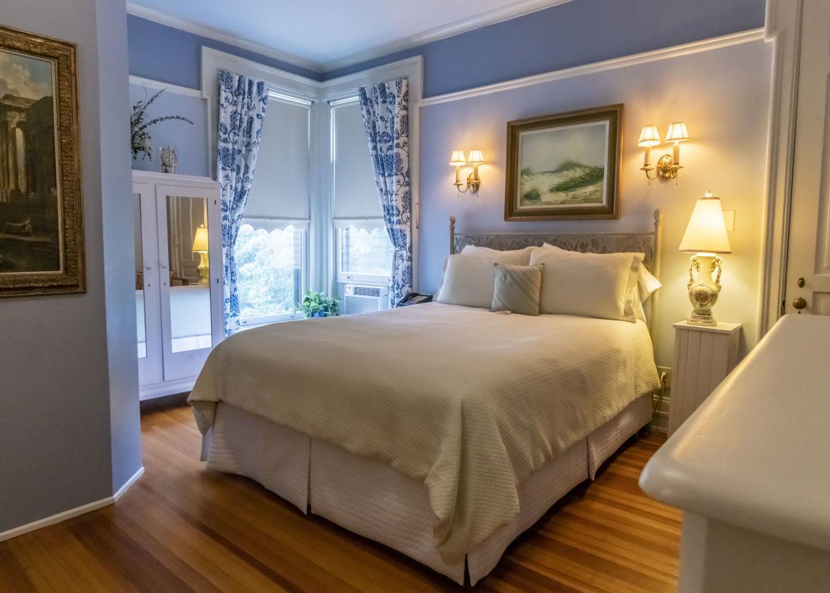 Room at The Oliver Inn