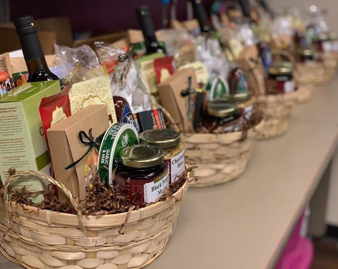 d'Vine Gourmet - Gift Baskets