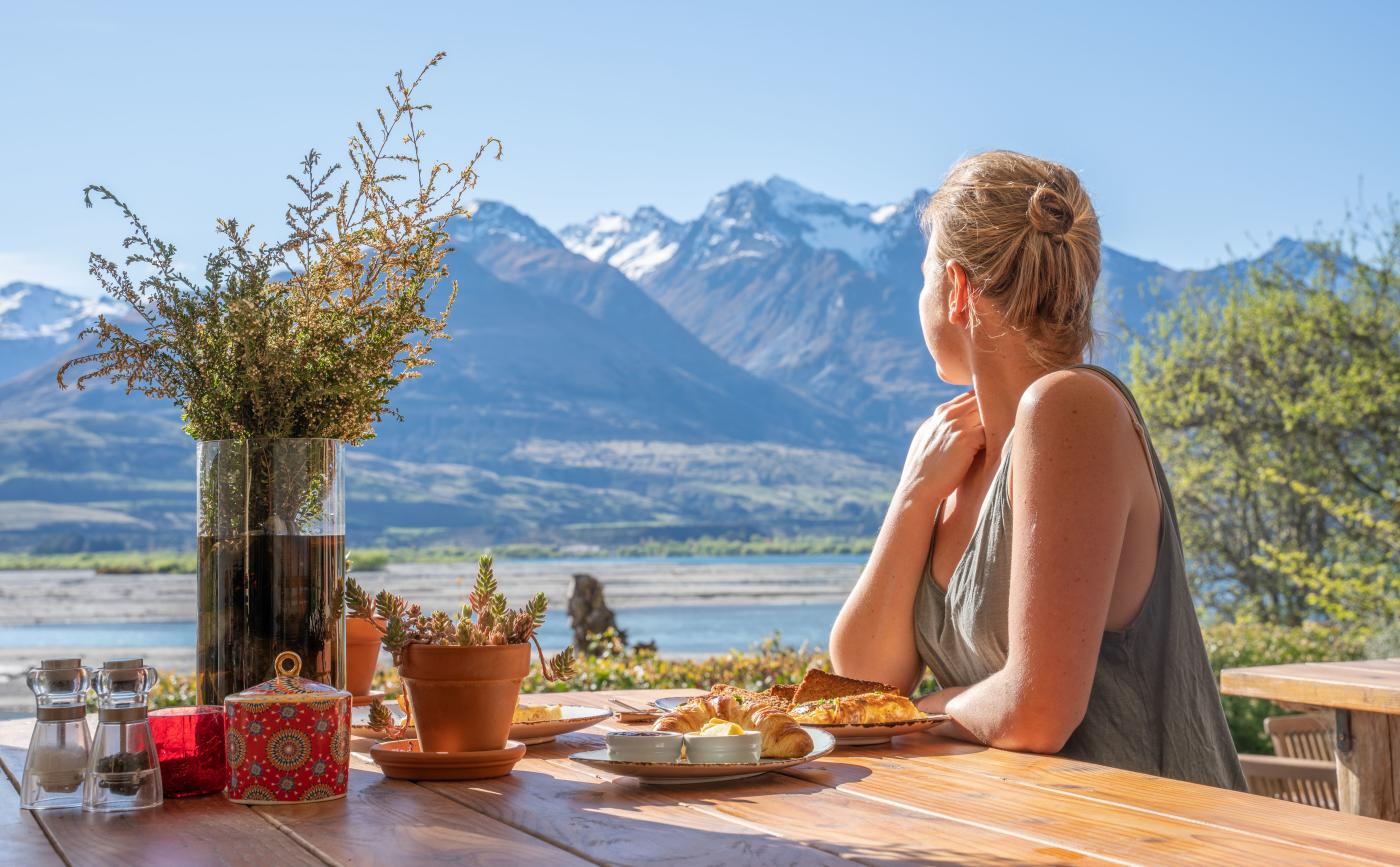 Breakfast with a view at EcoScapes, Kinloch