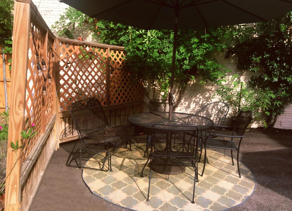 Water 2 Wine patio seating in Comal County, New Braunfels, Texas