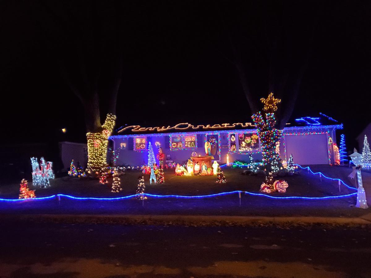 1828 S Tyland Blvd. Christmas Lights Display in Fort Wayne, Indiana 2019