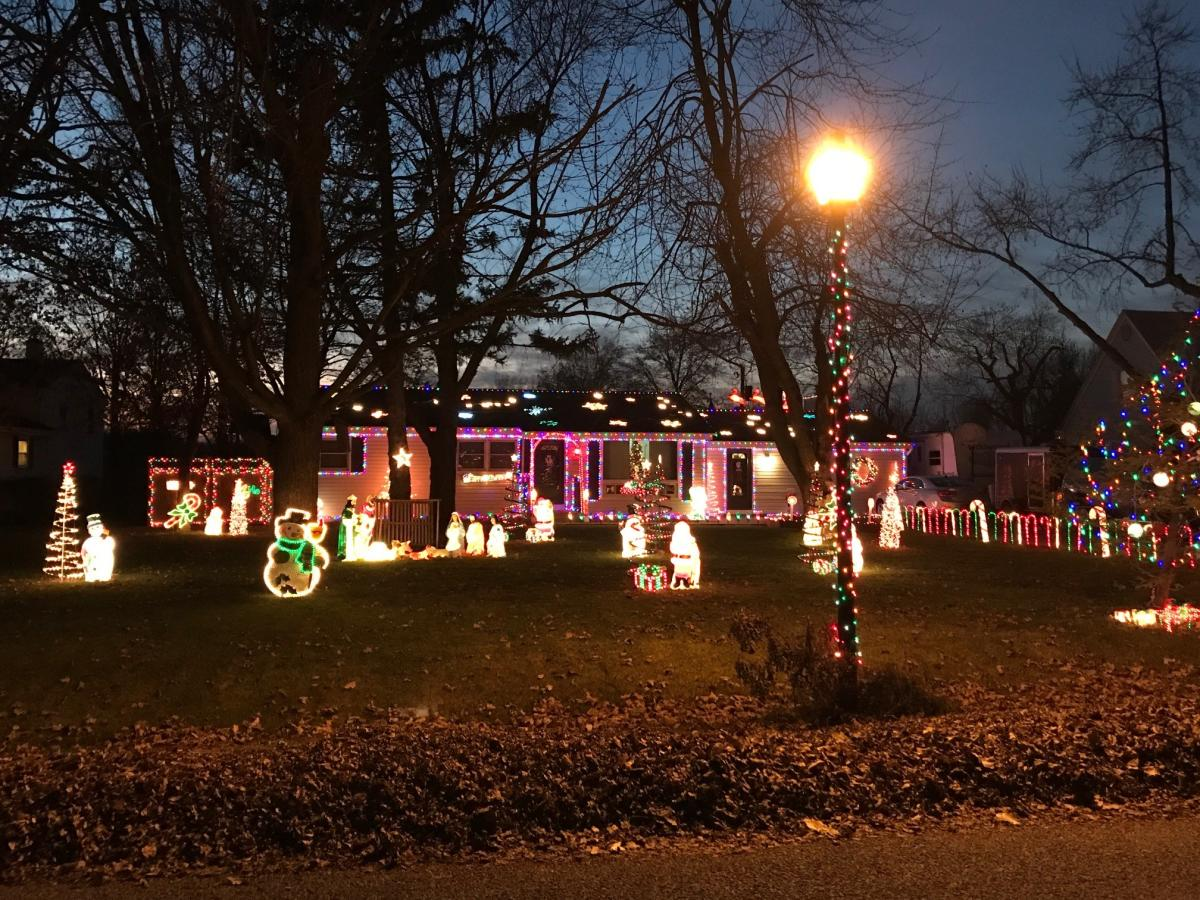 4015 Kentland Ave - Best Christmas Lights Display - North - Fort Wayne