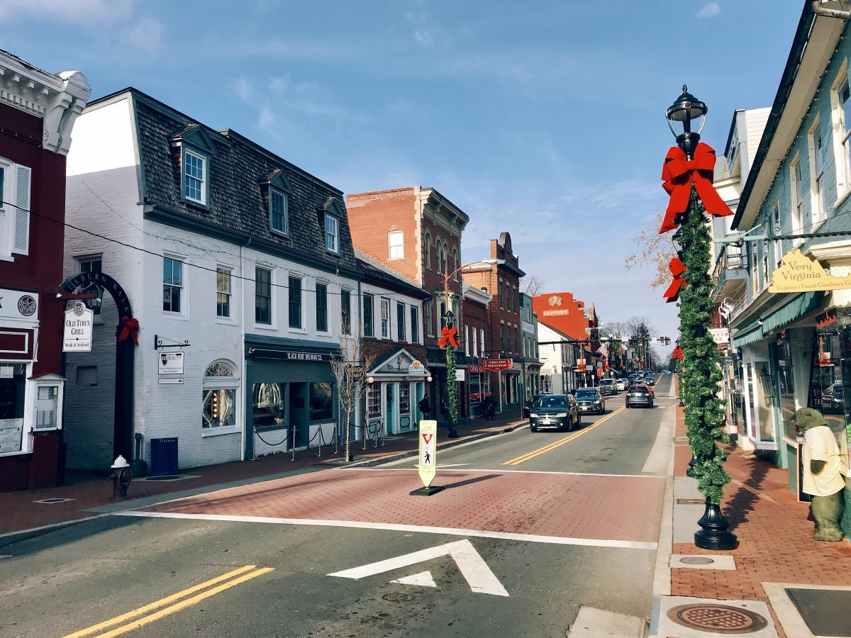 King Street in downtown Leesburg with holiday decorations