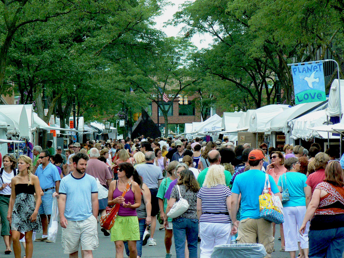 People browsing the Syracuse Arts and Crafts Festival in Downtown Syracuse