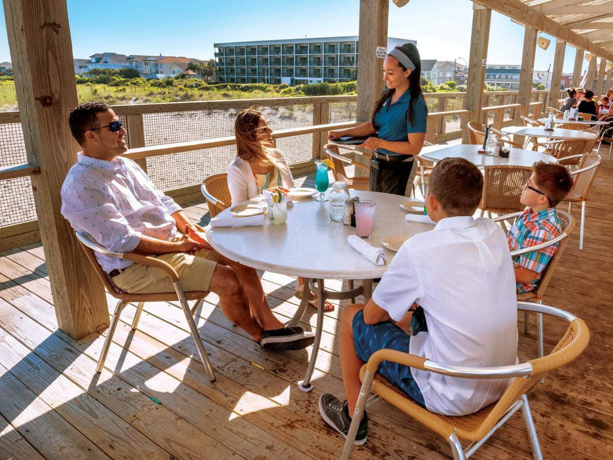 4x3 Oceanic dining