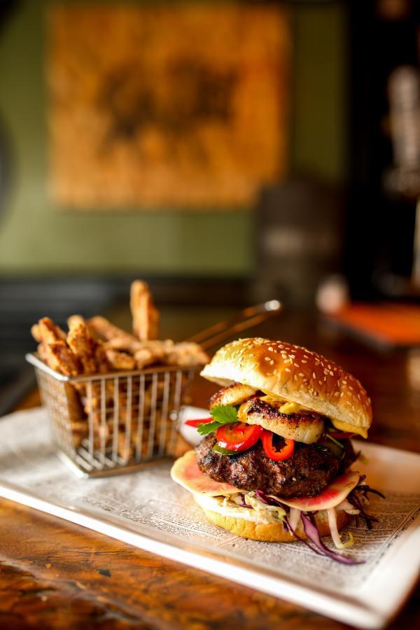 Wharf Pub Burger