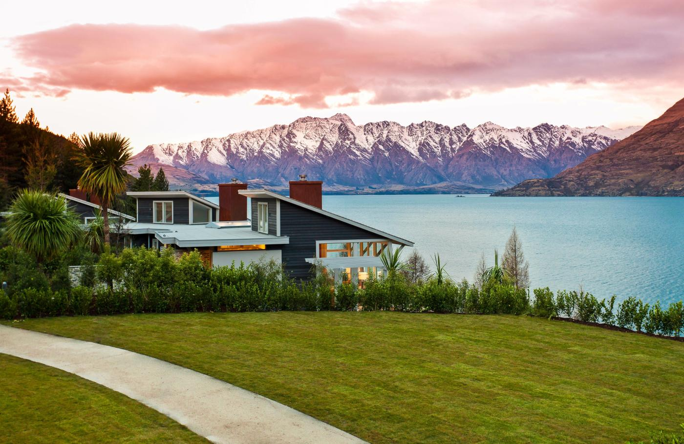 Matakauri Lodge with mountains in the background