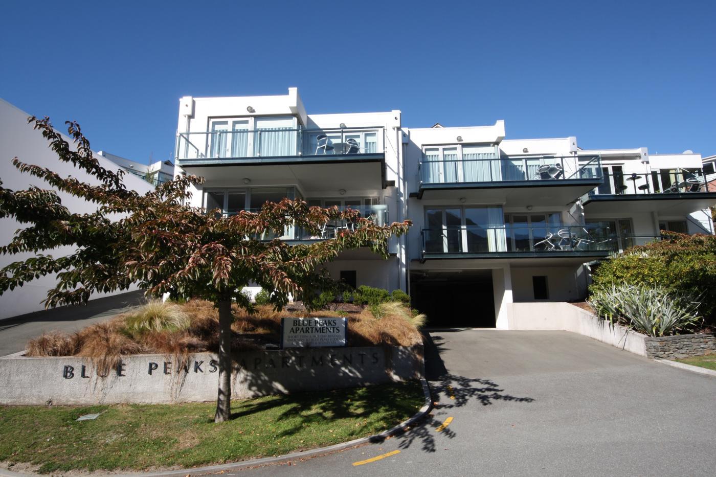 Blue Peaks Apartments exterior, Coronation Drive Queenstown