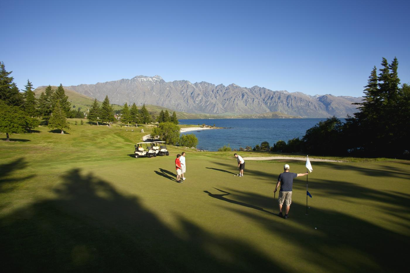 Golf in Spring Kelvin Heights Queenstown Golf Club