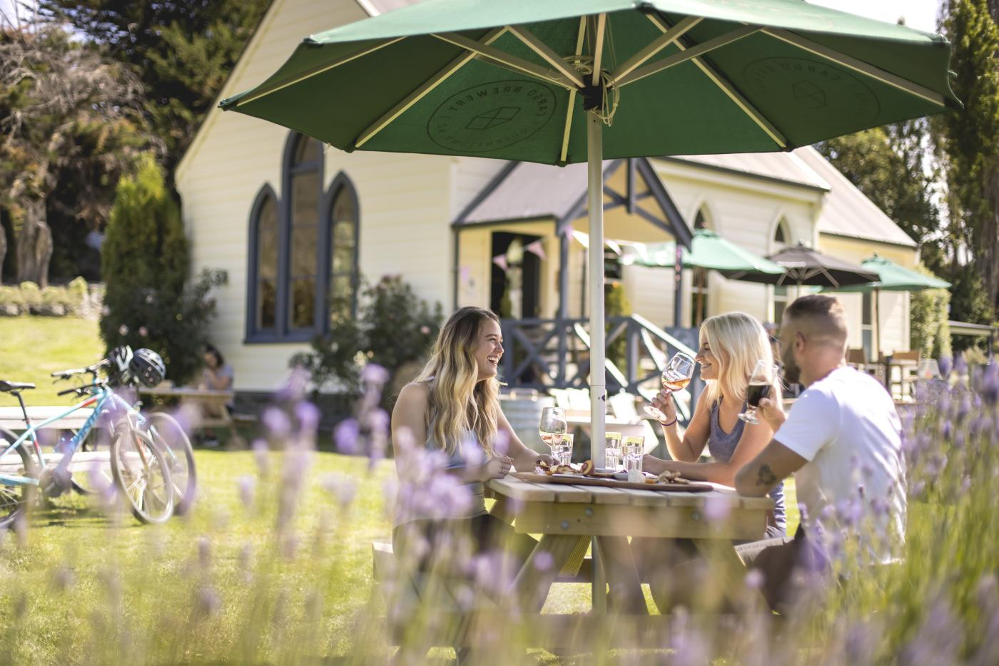 Al-fresco dining with friends at Cargo Brewery, Gibbston