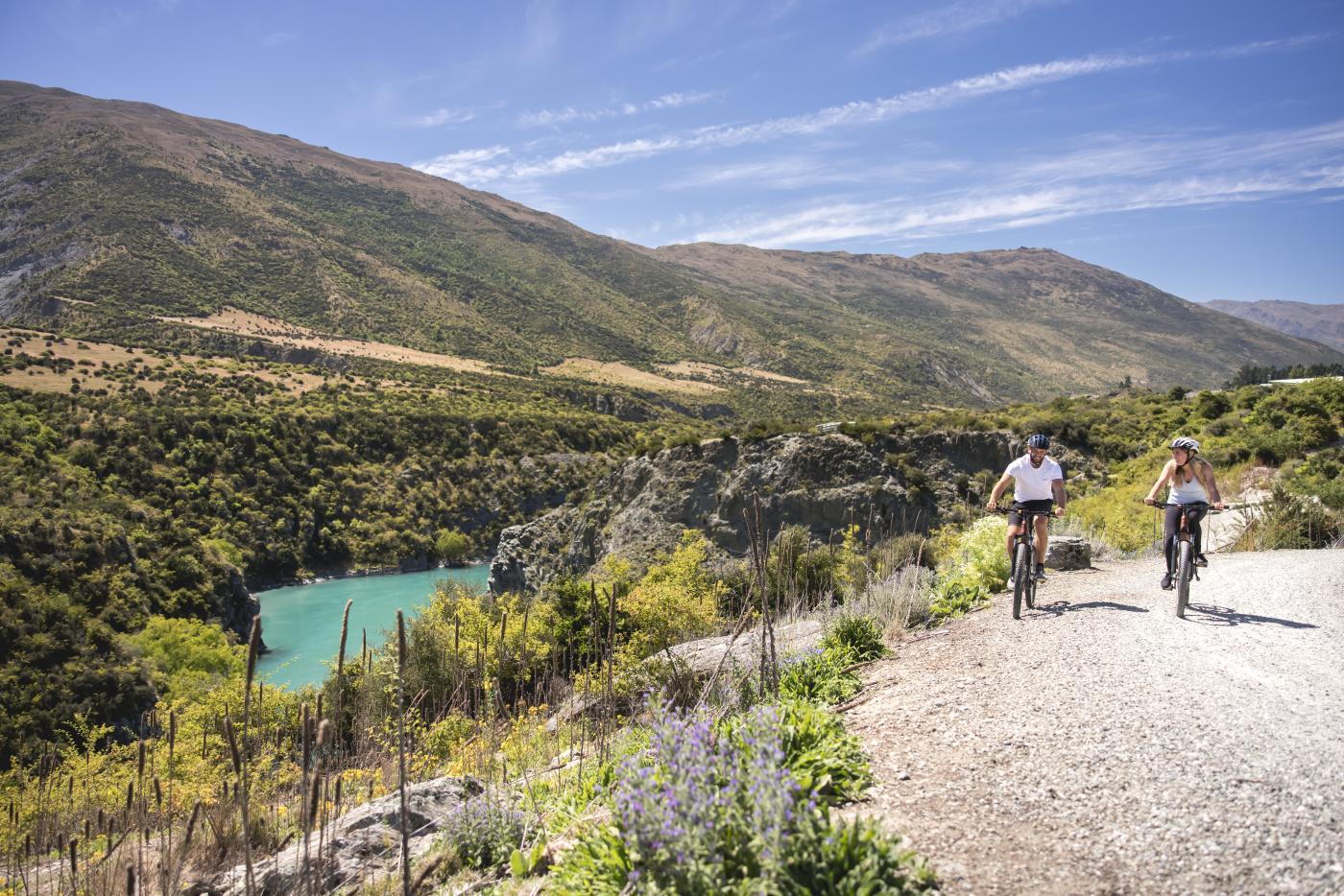 Biking alongside the Kawarau River, on the Gibbston River Trail