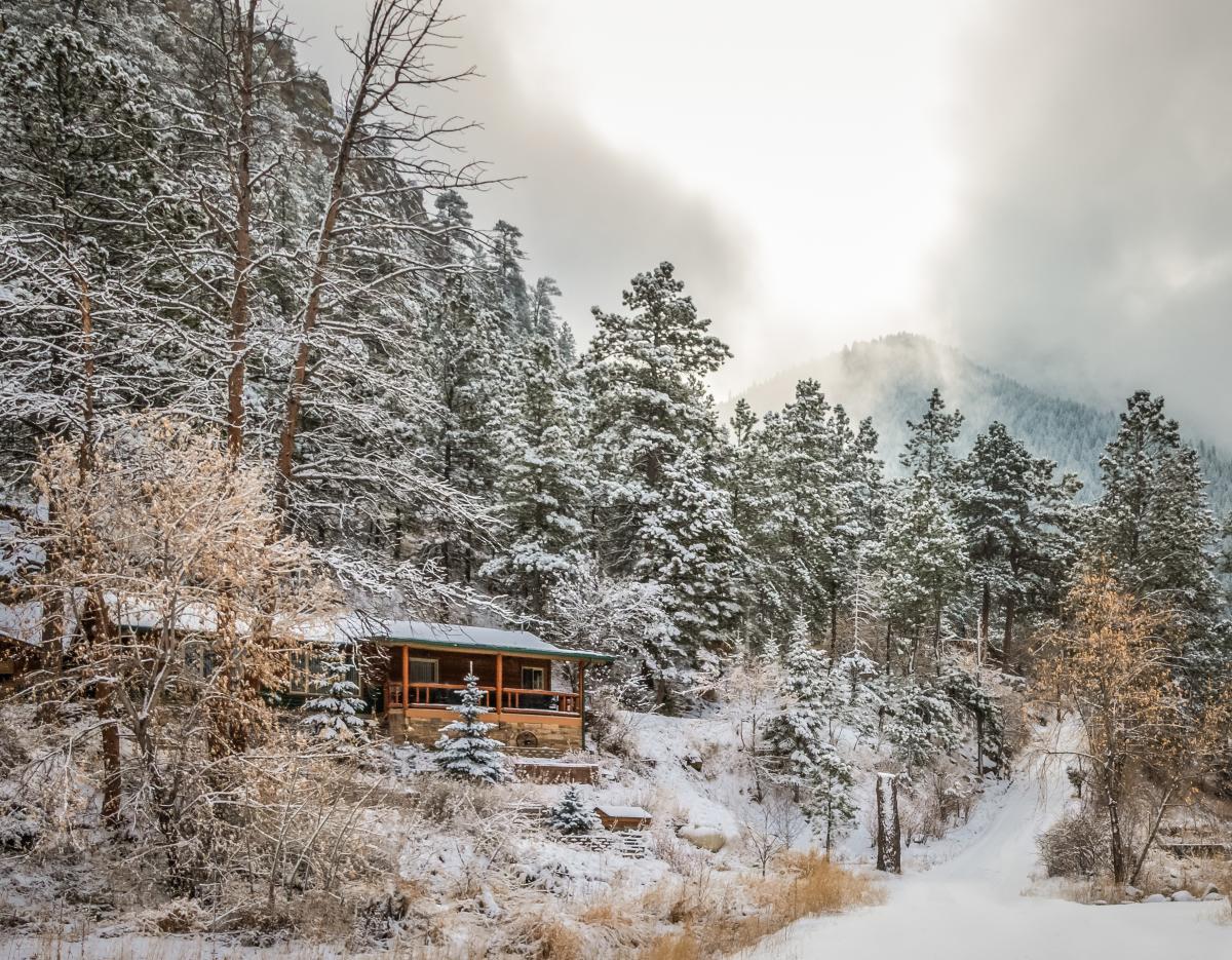 Estes Park wintry Cabin
