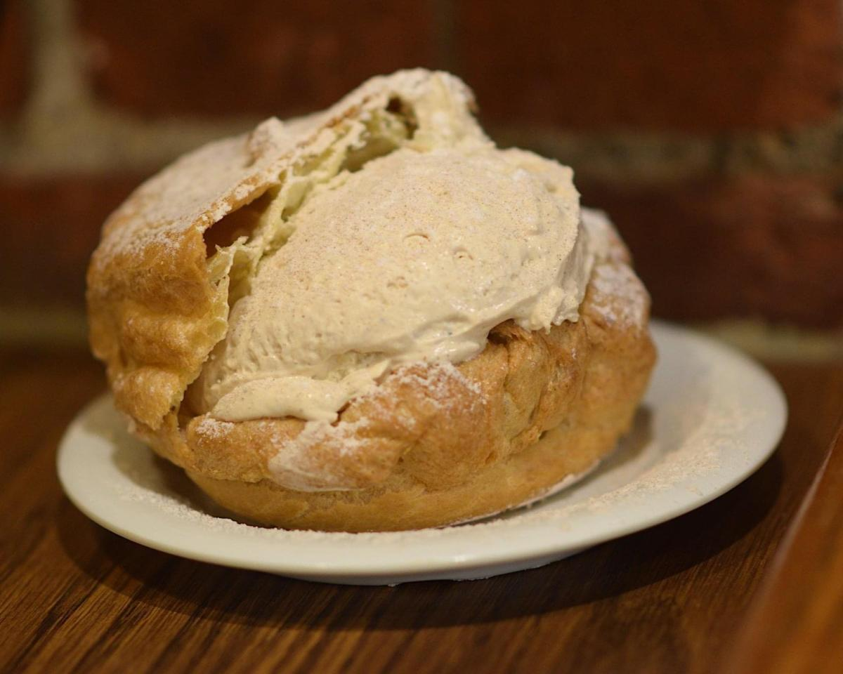 Schmidt's Sausage Haus Pfeffernüsse Cream Puff