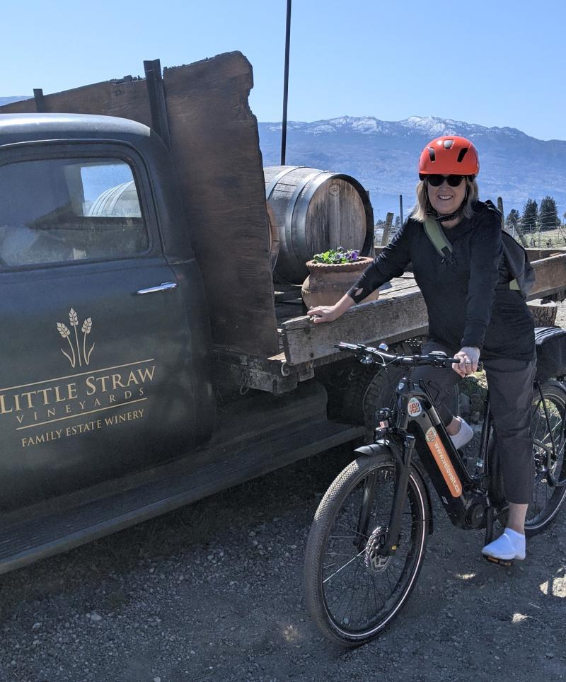 E-bike Tour, Stop at Little Straw Vineyard