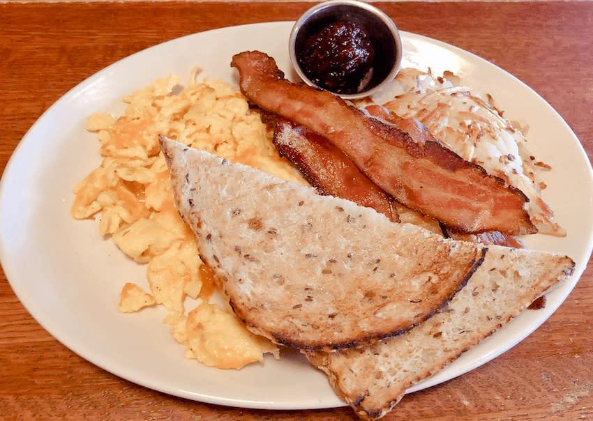 3-squares-restaurant-maple-grove
