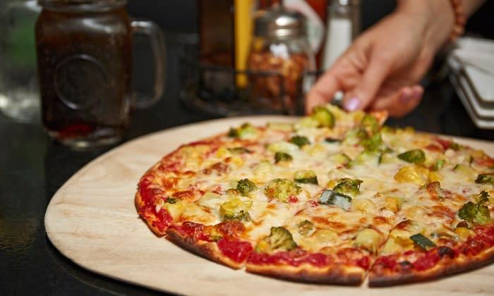 angenos_pizza_-_broccoli