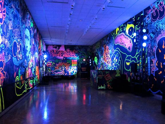 blacklight_room