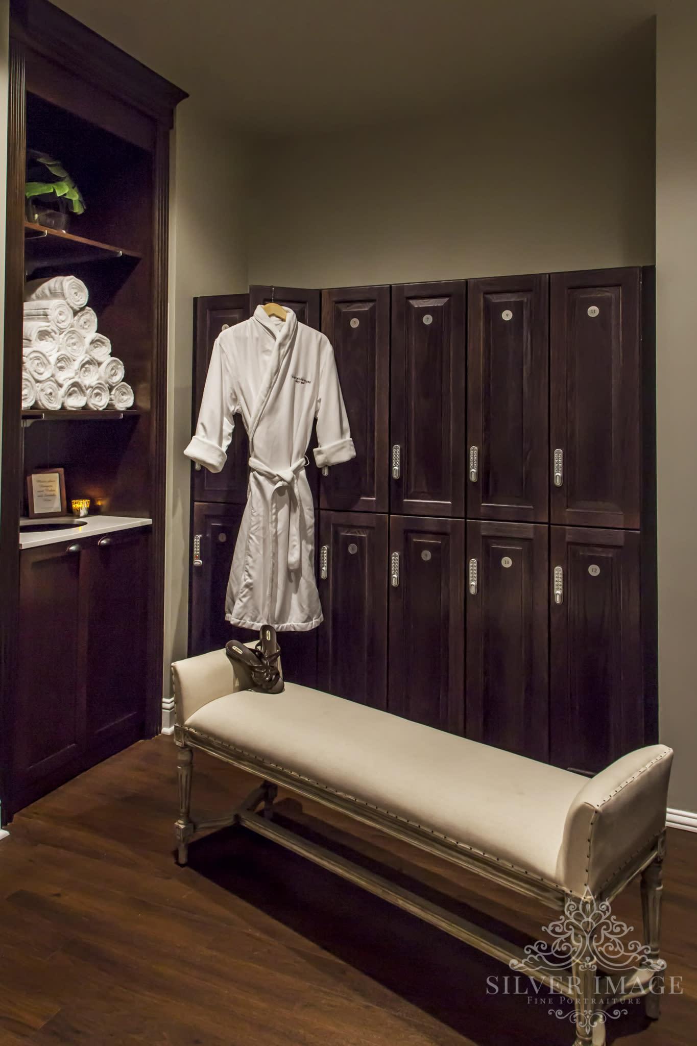 locker_room_and_robe