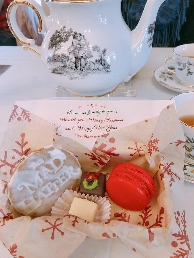 mad-hatter-christmas-tea-desserts-