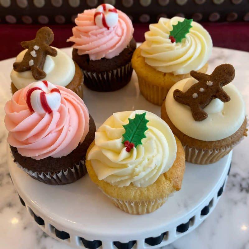 nadia_cakes_holiday_cupcakes__wysiwyg