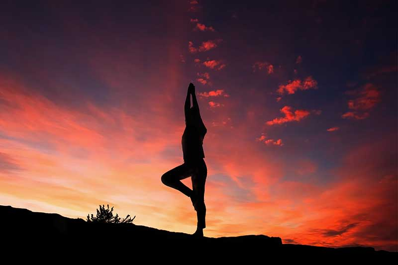 silhouette-yoga