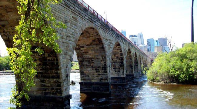 stone_arch_bridge_minneapolis_free_things_to_do__wysiwyg