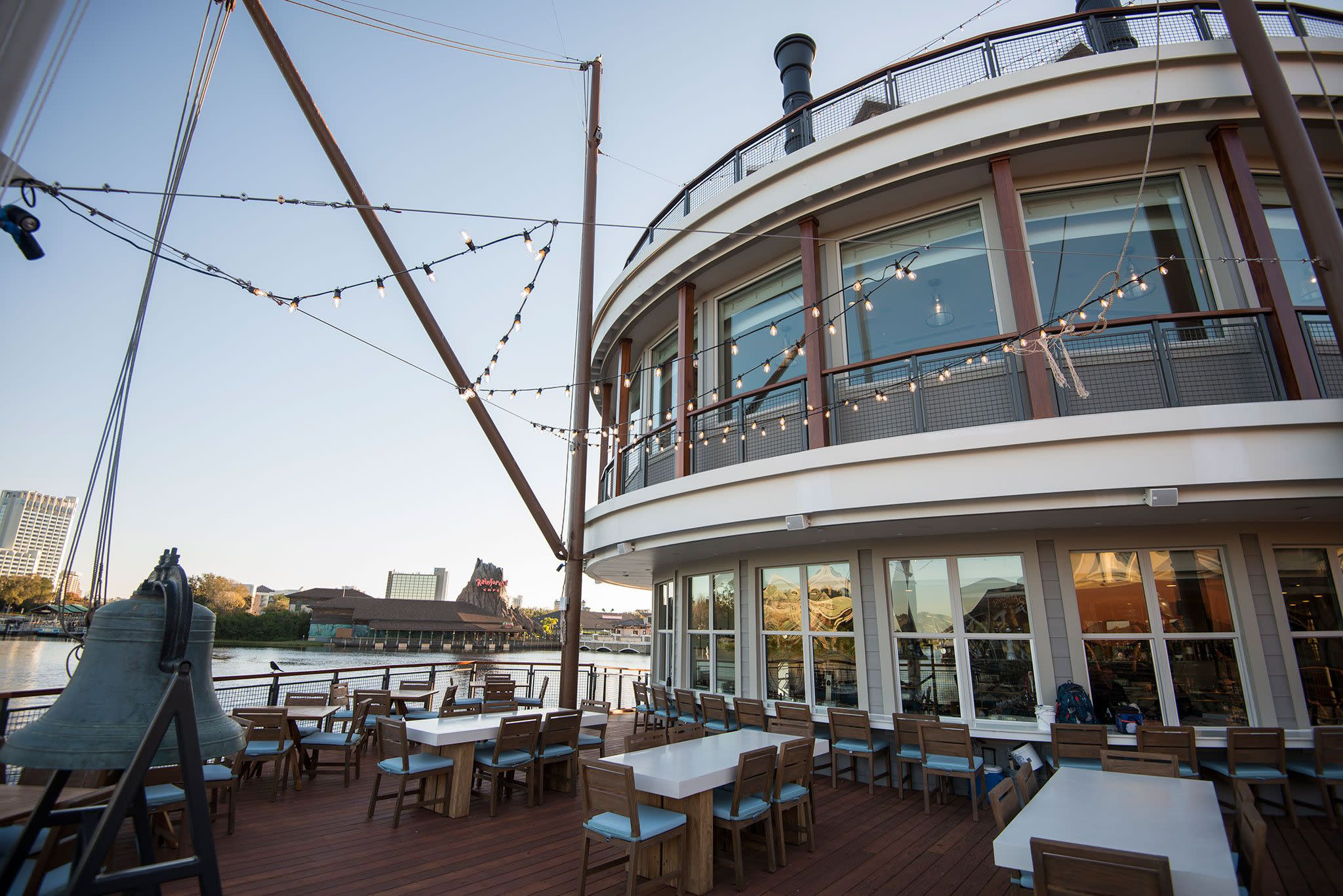 Paddlefish Restaurant-180040_1st_deck_bow.jpg