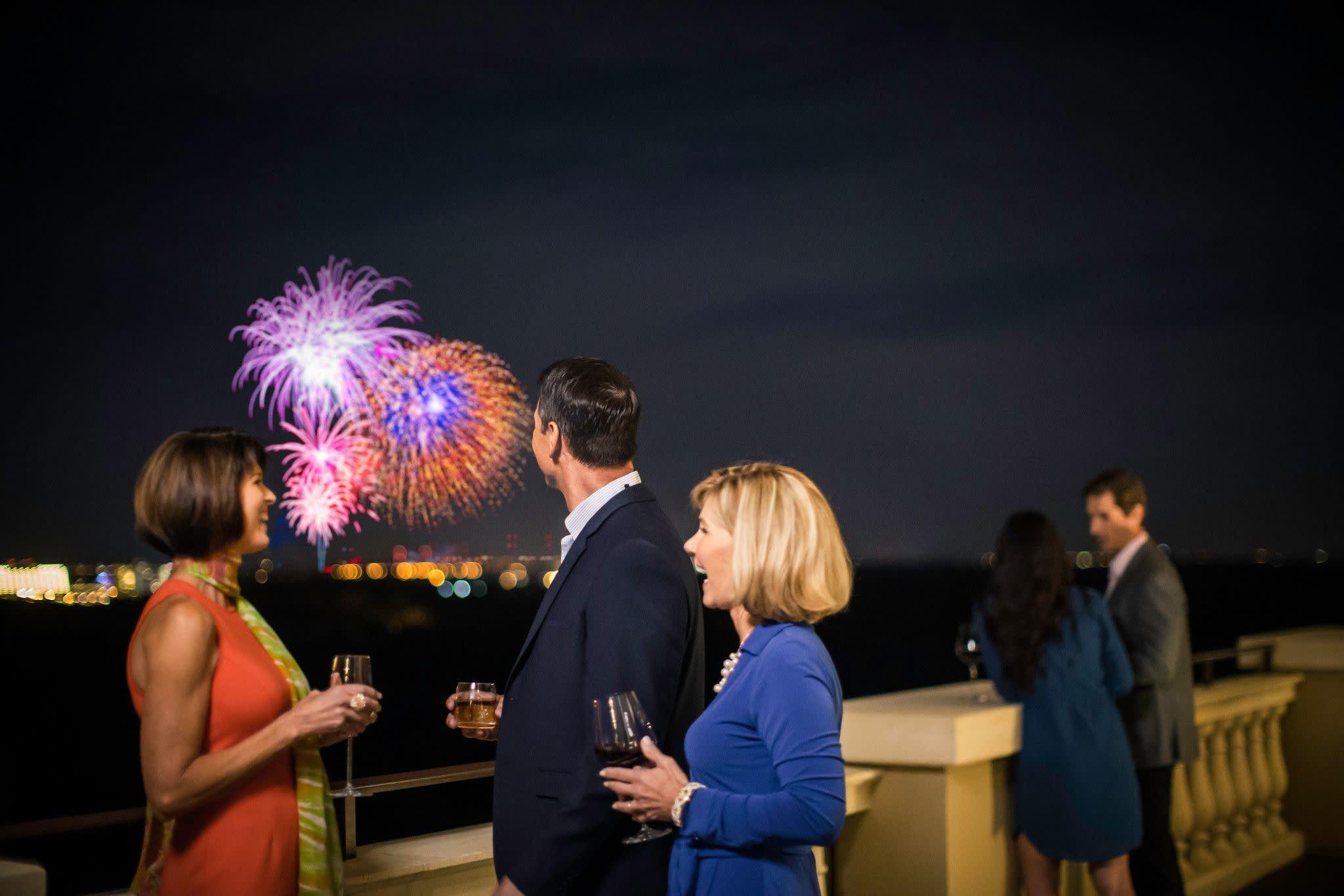 cs_2016_four_seasons_fireworks_6767.jpg