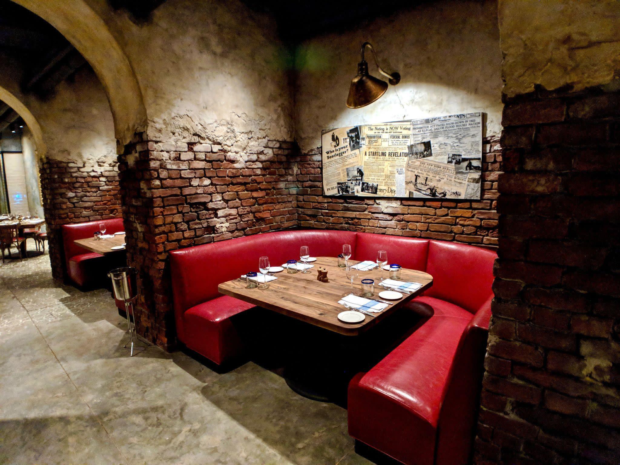 Enzo's Hideaway Tunnel Bar & Restaurant in Orlando