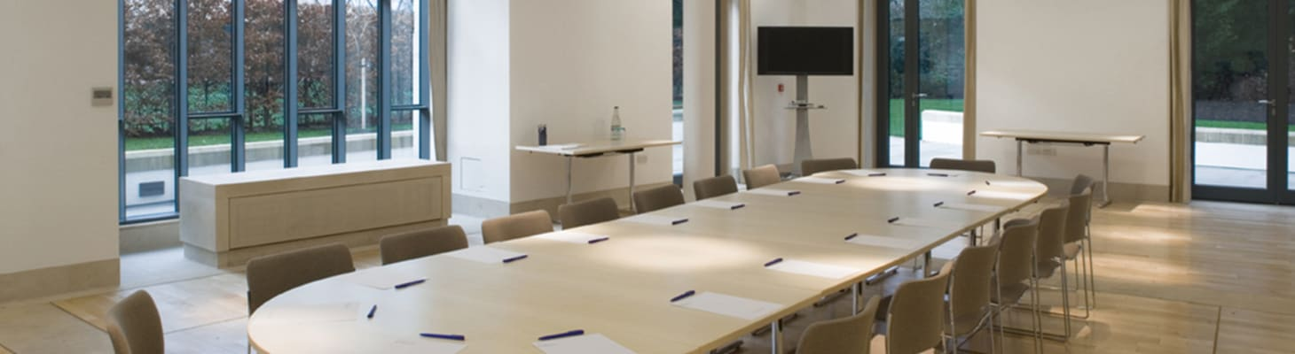 The Cavonius Centre is a spacious room filled with natural light. As our most flexible meeting space the room configuration can be customised to suit individual requirements. It benefits from a sub-partition which allows for a main meeting room and up to 3 smaller syndicate rooms.