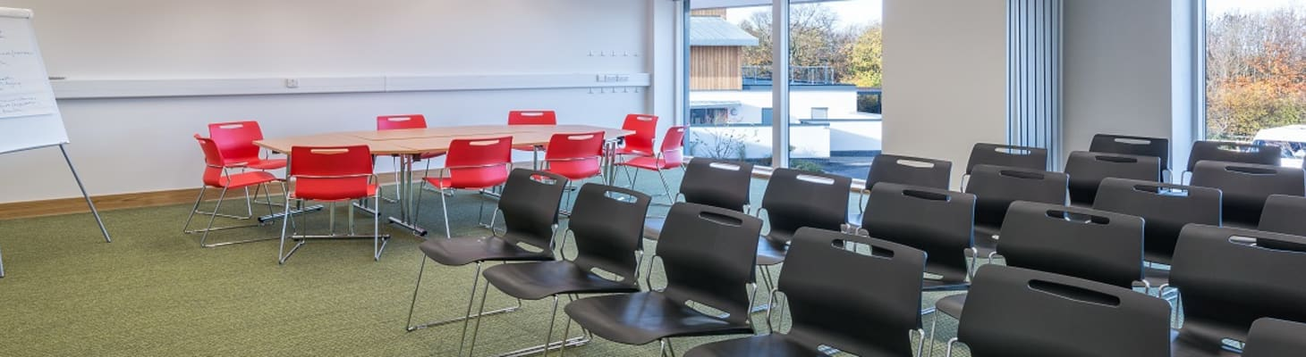 A bright, contempary space with natural daylight, suitable for small meetings, training sessions and workshops.