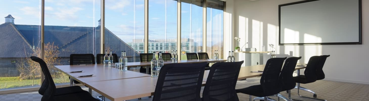 The smallest of the main rooms – good for numbers between 10 and 20 but still boasting the floor to ceiling windows – popular for boardroom or U shape or as a syndicate room and right next to the breakout area.