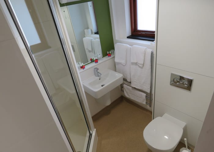 Harvey Court Single en Suite Bedroom