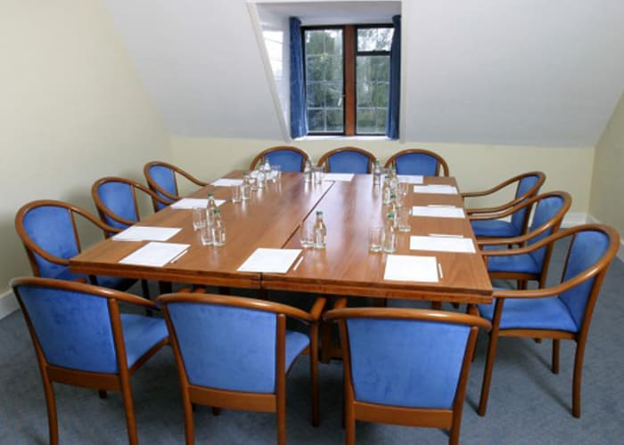 A small syndicate room, useful for smaller meetings, interviews or as a break-out area.