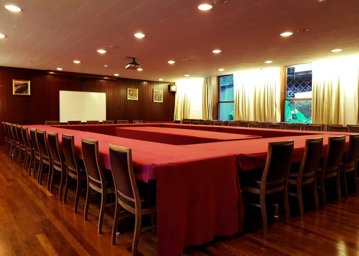 Located on the ground floor overlooking the Fellow's lawn this room provides an elegant setting for a meeting. With traditional leather back chairs and wood panelling, this room is a popular choice.