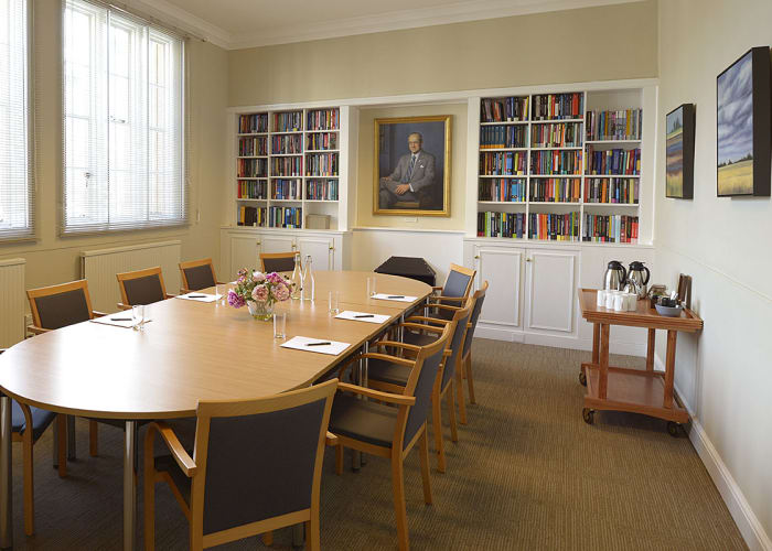 A light, airy room, perfect for boardroom style meetings and small training courses. There is an interconnecting door to the Cass Room which is useful if extra space is needed. The room is equipped with a built-in LCD screen, WiFi and climate control