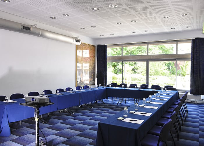 Located in the Yusuf Hamied Centre (New Court) The JCR is used by the junior members of college as their recreational area during term time. The room is bright and airy and overlooks the Darwin garden and is ideal as a breakout room seating up to 24 delegates in