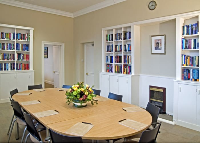 On the first floor with dual aspect windows, the Wright Room features built-in LCD Screen, WiFi and climate control. The book-lined walls create a quiet, studious atmosphere making it an ideal space for interviews, boardroom meetings or a syndicate room for larger meetings. There is an interconnecting door to the Cass Room which is useful if extra space is needed
