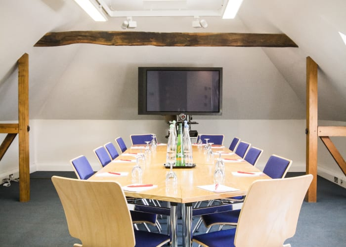 With original oak beam features, this first-floor room is part of the converted stable block and is ideal for smaller meetings or use as a break-out room.  Natural daylight, natural air ventilation, and air conditioning.