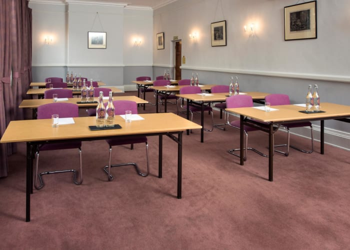 A beautiful airy room overlooking Trumpington Street, the Rushmore Room is perfect for medium-sized meetings, presentations or workshops.