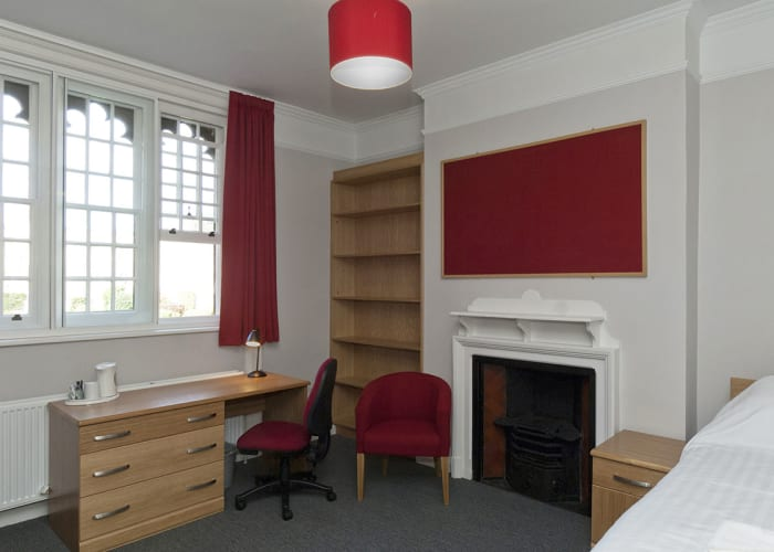 Chapel Court rooms are bright rooms with an excellent outlook. They are recently refurbished, single en suite rooms within a Grade II Listed Building. They are large airy rooms, offering the perfect experience of the Cambridge University student life.   Single room for one person with a private, ensuite bathroom with shower. Rooms are cleaned daily. Towels and fresh, crisp All en suite rooms have free internet access via WiFi.   Check-in: 2pm Check-out: 10am Breakfast: Served in the College dining hall between 8-9am