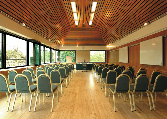 Situated in Lyon Court on the 1st floor, this flexible space boasts 2 walls of windows giving a bright and airy feel to the space. It is suitable for up to 80 delegates.