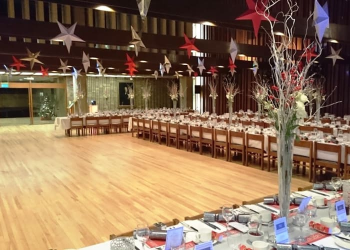 The largest dining hall in Cambridge, this voluminous flexible space is a blank canvas which can be used for traditional college dining, themed events with sets and staging or dining with dancing for up to 266 guests.