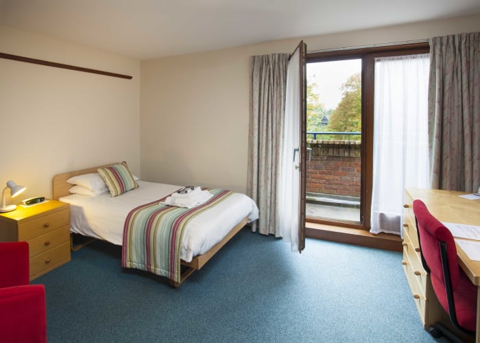 Single en suite rooms, arranged on staircases, usually 4 per landing. All have their own bathroom with shower-over-bath and toilet. Many of these rooms are accessible by lift and some have views over the beautiful gardens at Robinson College.