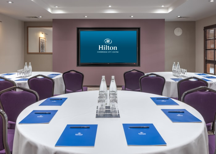 The Tennyson suite located right in the centre of the exclusive events area can accommodate up to 50 delegates in a variety of layouts.