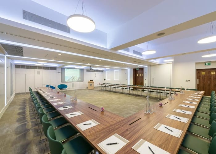 The flexible meeting space and ergonomic furnishings at WYNG Gardens allow for a variety of conference setups.