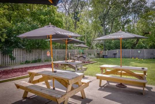Johnny'Z Pour House Backyard patio tables