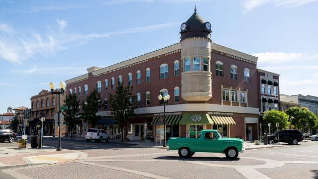 Truck downtown Paso Robles, CA