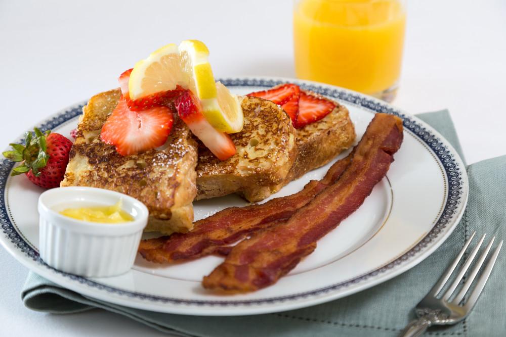 Breakfast at Landmark Inn
