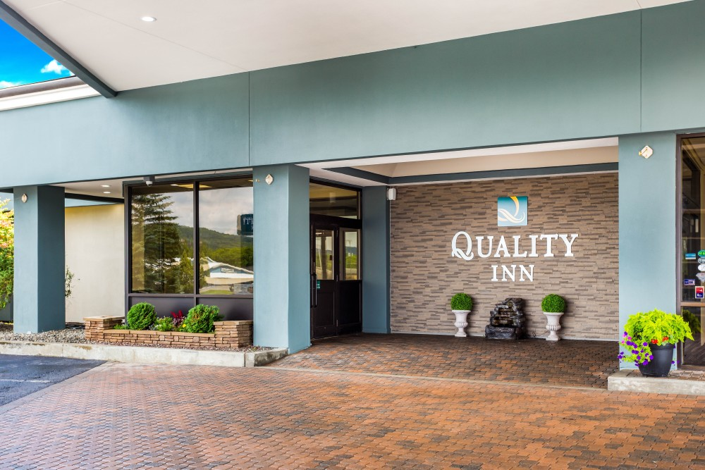 Quality Inn Entrance 2020